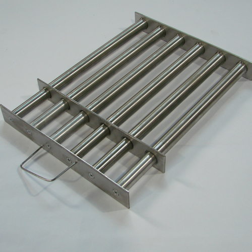 Магнитная решетка 300x300х40-6d25. (С самоочисткой)