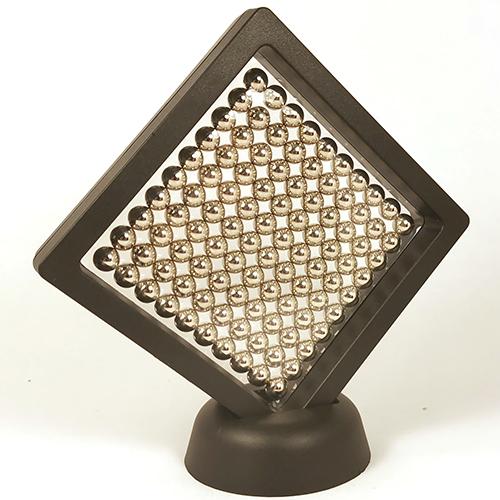 Рамка для интерьера с набором магнитных шариков.