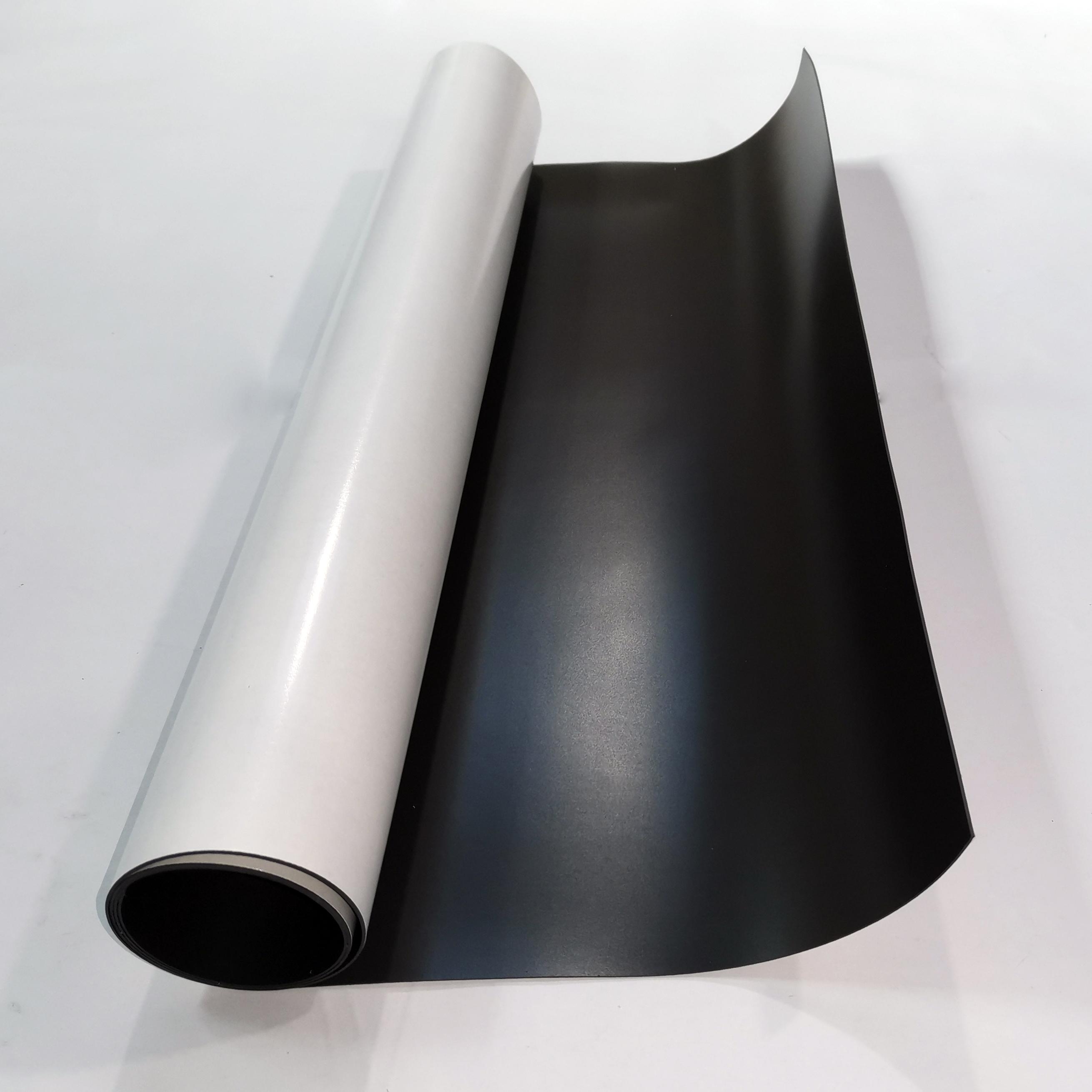 Магнитный винил толщиной 0.9 мм с клеем (1 метр)