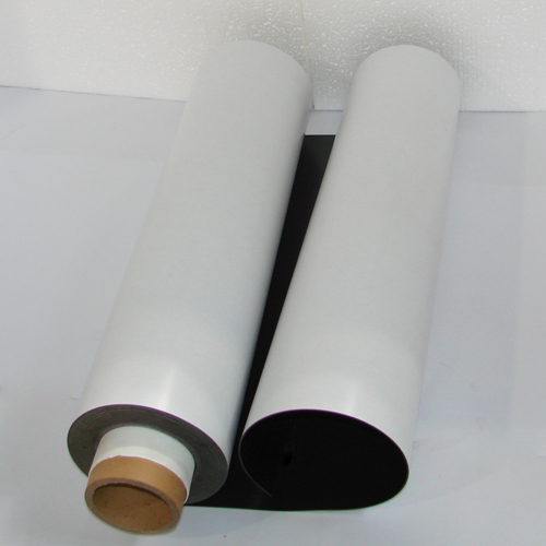 Магнитный винил толщиной 1.5 мм с клеем (15 метров)